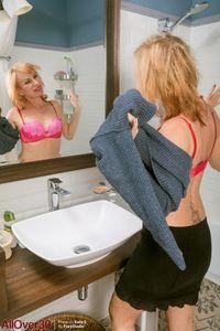 Mature-blond-Kate-Takes-a-shower-%5Bx127%5D-77adg0jnug.jpg