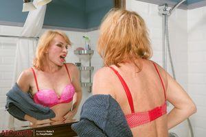 Mature-blond-Kate-Takes-a-shower-%5Bx127%5D-57adg0l7ht.jpg