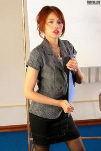 Asian-Beauties-Farida-M-Business-Lady-%28x147%29-l7bjsid1mr.jpg